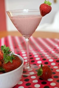 Easy Strawberry Shortcake Smoothie: Dessert Thickie