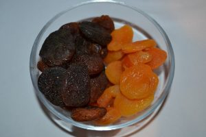 Difference between natural apricots and apricots preserved with sulphur dioxide