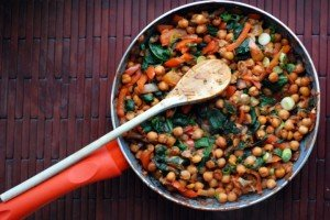 Spanish Chickpeas and Spinach with Roasted Garlic