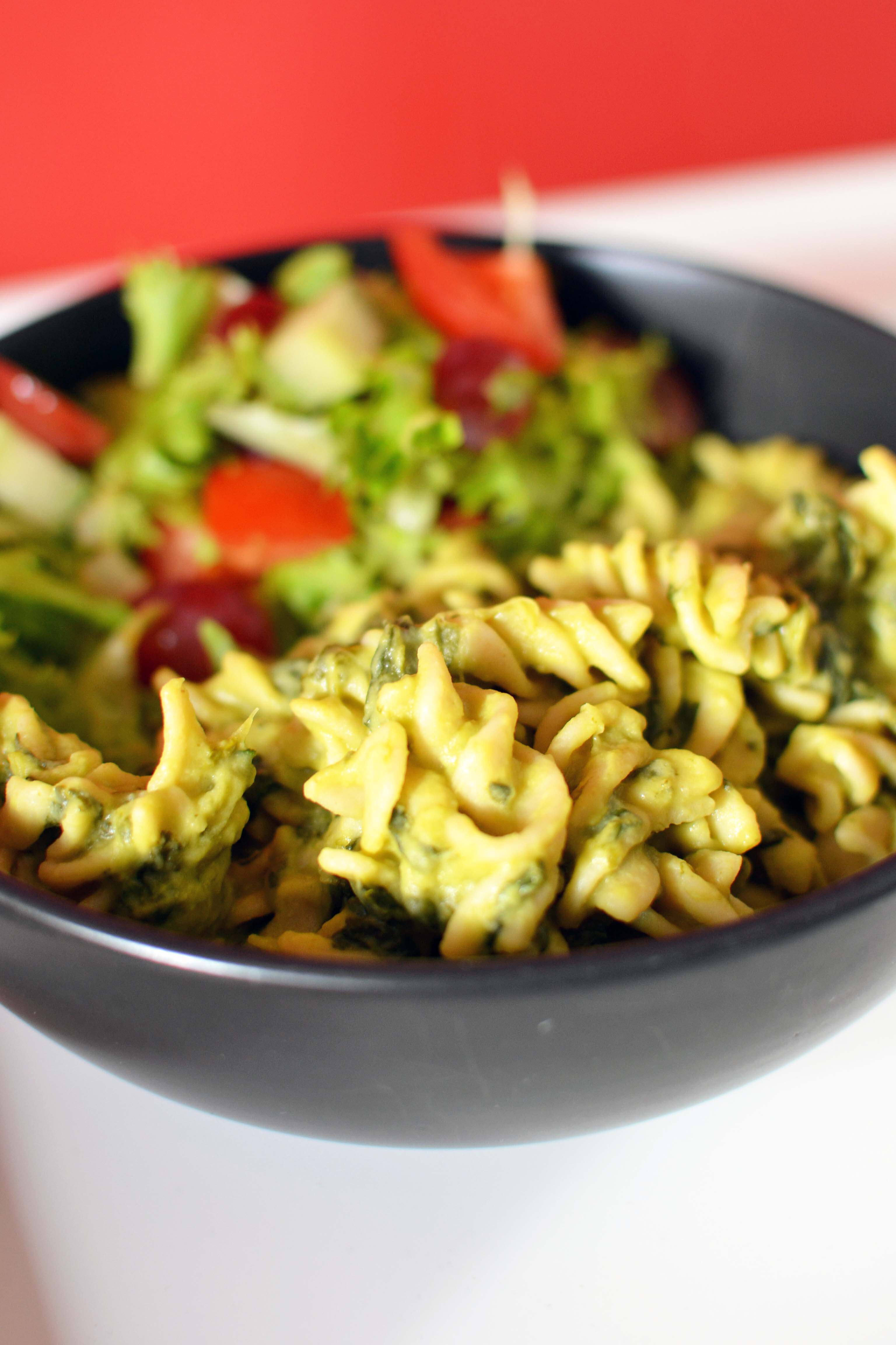 Pesto & Spinach Pasta with Toasted Pinenuts