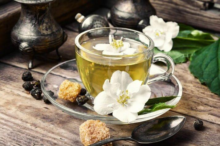 10 Of The Best FREE Detox Diets; herbal tea with Jasmine flowers