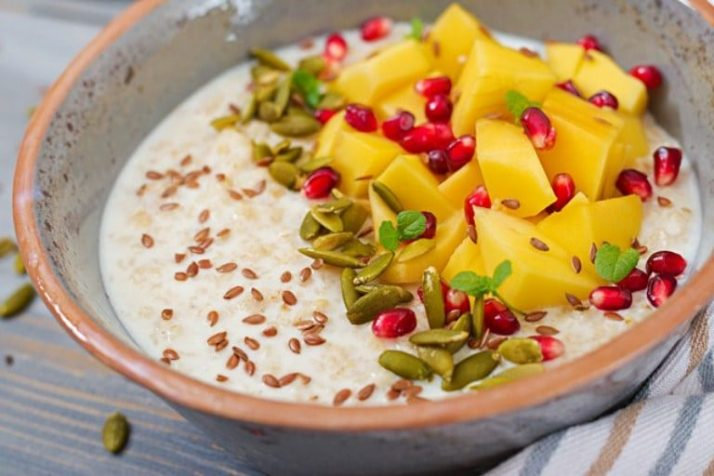 10 Of The Best FREE Detox Diets; oatmeal porridge with mango, pomegranate and seeds