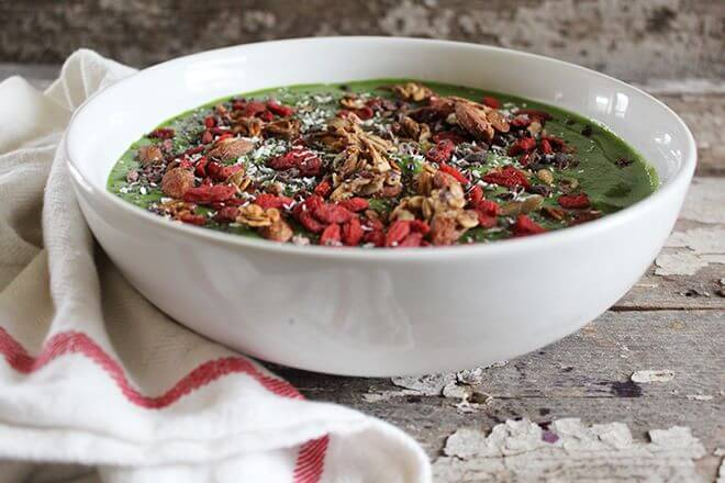STRIPPED GREEN SMOOTHIE BOWL + SUPERFOODS 101