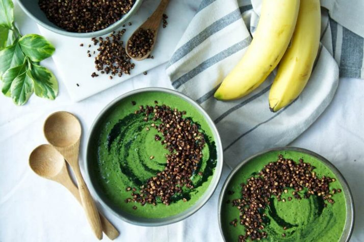 GREEN SMOOTHIE BOWL + CHOCOLATE BUCKWHEAT CRISPIES