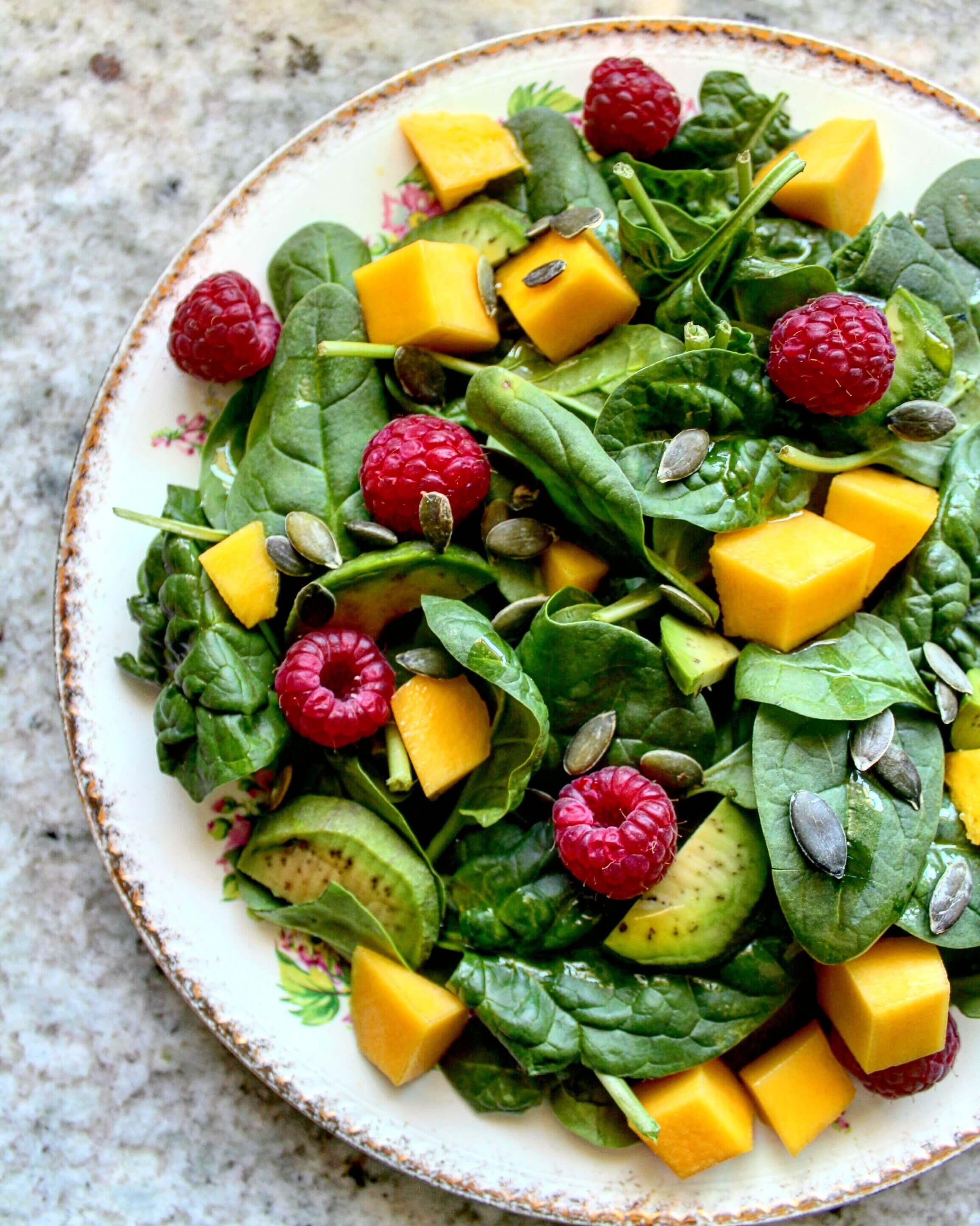 10 Raw Vegan Spinach Salad Recipes