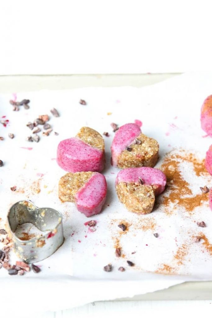 37 Healthy Valentine's Day Recipes: Indulge Without The Bulge  GINGER COOKIES with PINK FROSTING heart-shaped cookies and cookie cutter