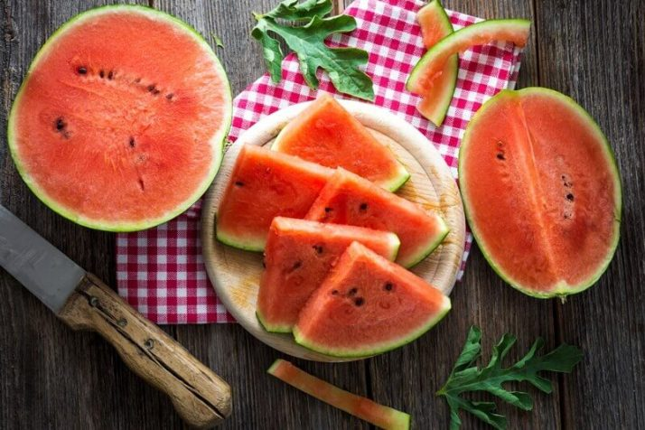 21 Lowest Calorie Fruits For Weight Loss List;  Fresh sliced watermelon