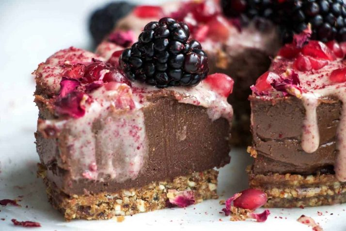 37 Healthy Valentine's Day Recipes: Indulge Without The Bulge Raw valentines chocolate cheesecake vegan gluten free