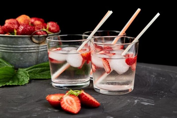 How To Lose Water Weight - 14 Ways To Reduce The Bloat  Strawberry detox water