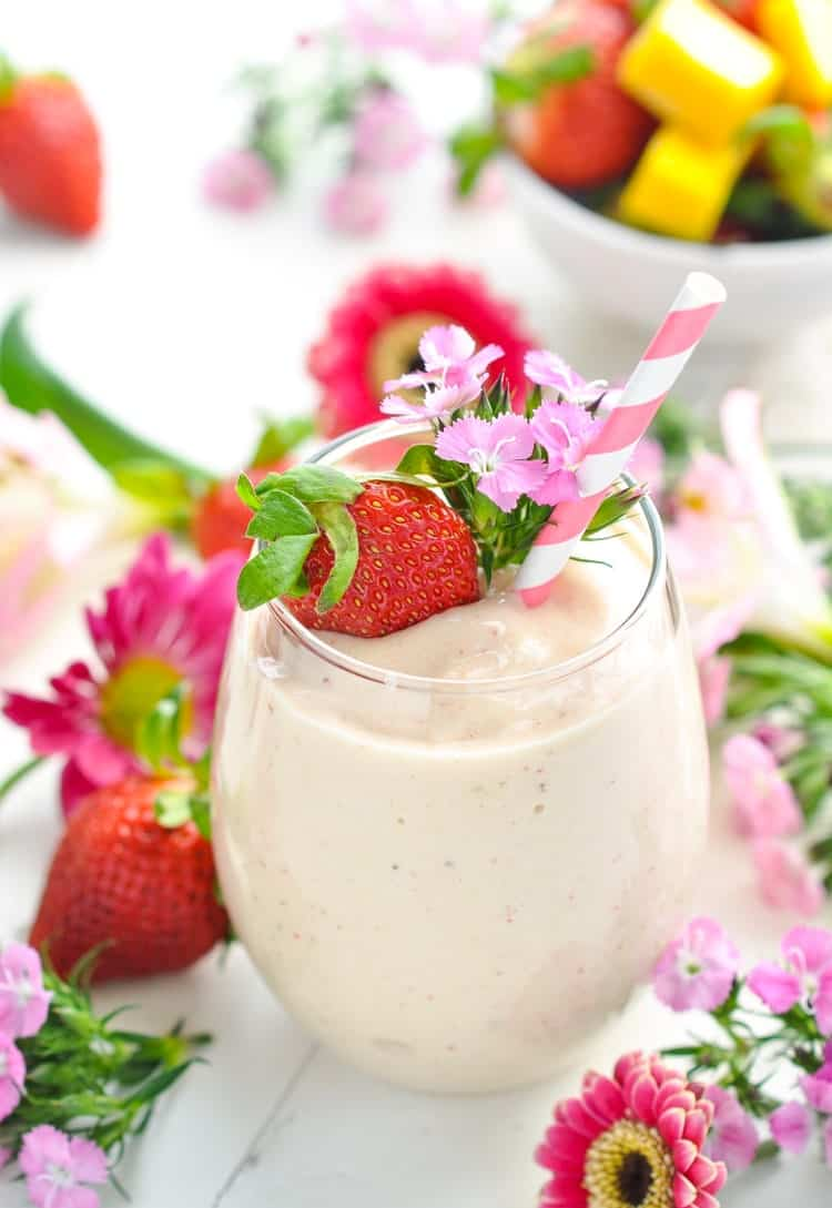 27 HEALTHY Smoothie Recipes: Tasty & Quick HEALTHY STRAWBERRY SMOOTHIE WITH MANGO {HIGH PROTEIN + DAIRY FREE!}