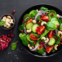 10 Raw Vegan Spinach Salad Recipes