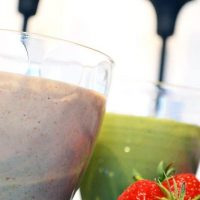 Strawberry Rhubarb Pie Smoothie (Green Smoothie/Green Thickie)