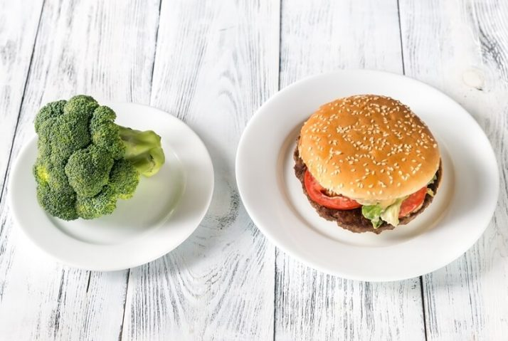 How Many Calories Should I Eat To Lose Weight FAST? Unhealthy vs healthy food broccoli and burger