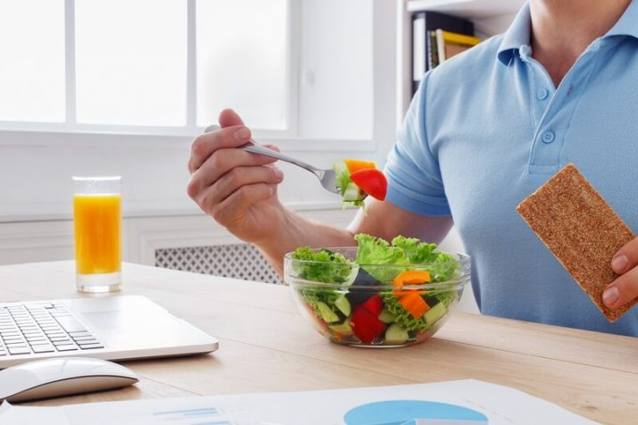 How To Lose 10 Pounds In 1 Week: 3 Step Plan; Unrecognizable man has healthy business lunch in modern office