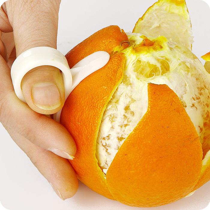 The Ultimate Smoothie Blender Guide; orange finger peeler