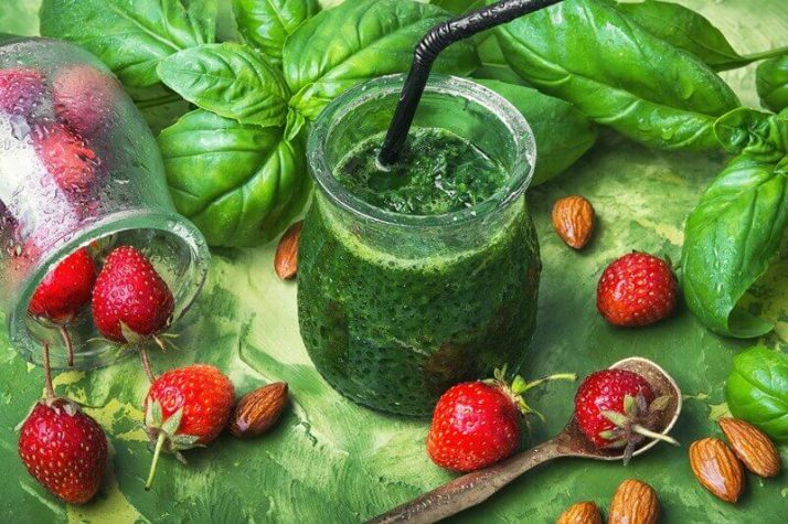 17 Surprising Spinach Nutrition Facts & Health Benefits; Fresh spinach green smoothies