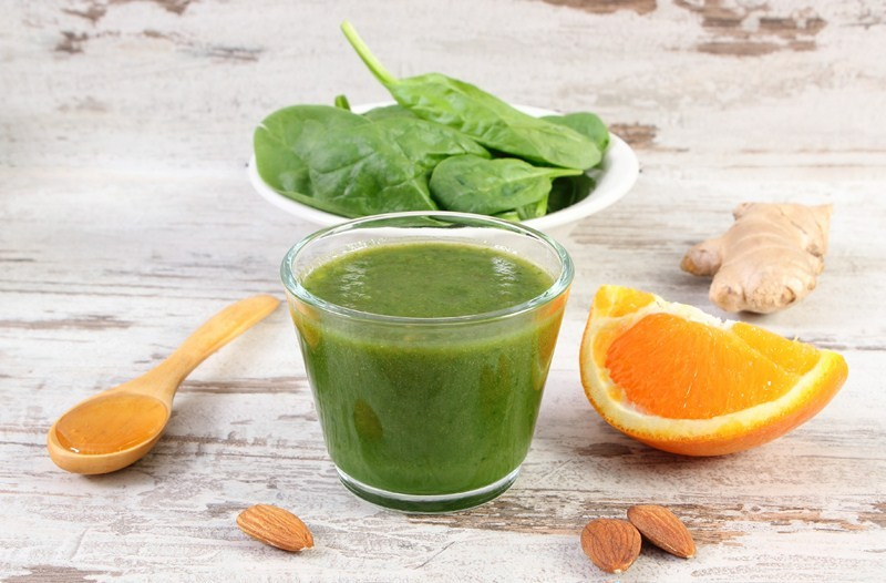 17 Surprising Spinach Nutrition Facts & Health Benefits;  Ingredients and fresh cocktail from spinach