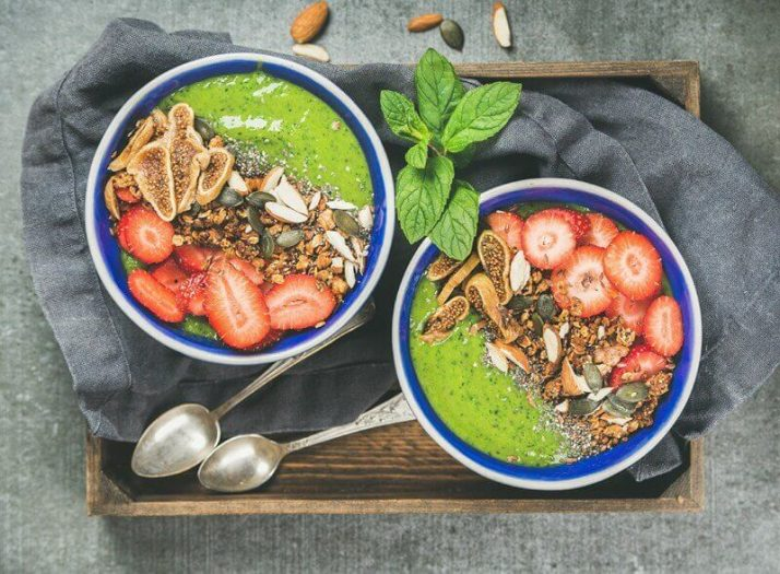 9 Best Green Smoothie Books For Fat Loss & Natural Energy; green smoothie breakfast bowls with granola, fruit, seeds, berries