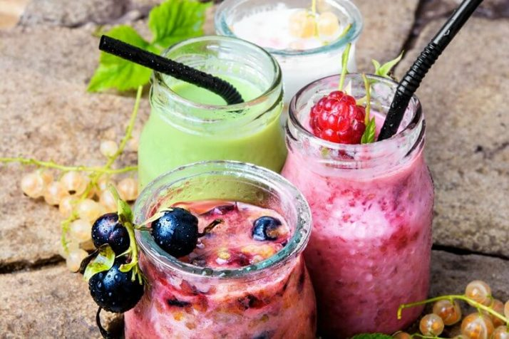 The Ugly TRUTH About Meal Replacement Shakes; smoothies with fresh berry