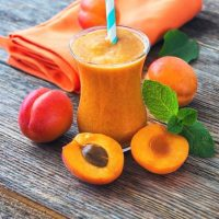 Apricot Mango Spinach Smoothie: Eating seasonally
