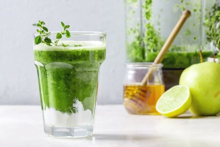 How Much Green Smoothie Should I Drink A Day?;Green spinach apple smoothie