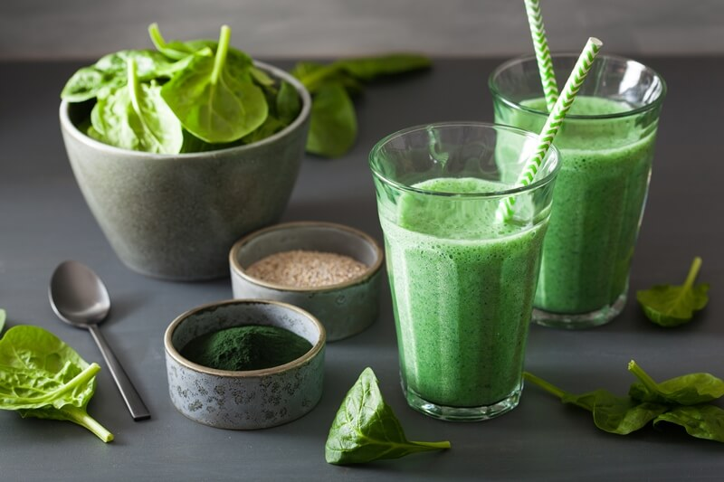35 Best Smoothie Ingredients For Weight Loss (List & Recipes); green spinach smoothie with spirulina, chia seed, lime, apple