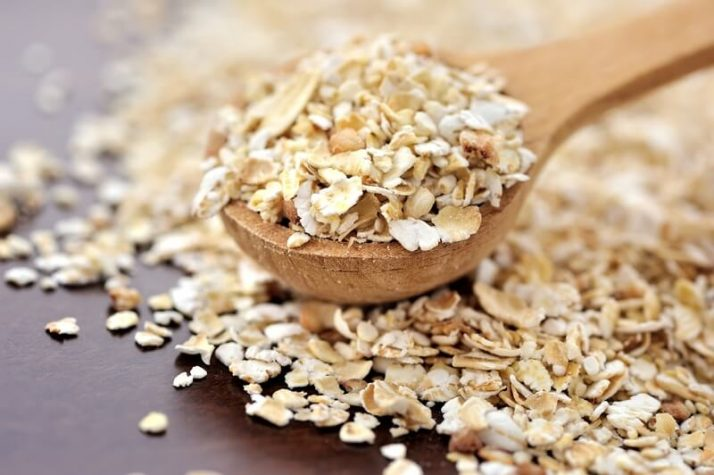 Oats Smoothie For Weight Loss (Filling, Creamy, Vegan); Oat flakes on a wooden spoon