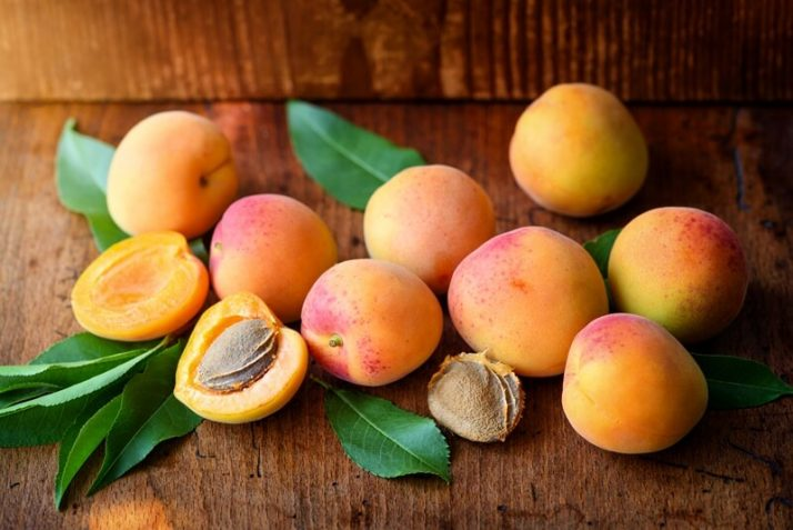 21 Lowest Calorie Fruits For Weight Loss List; Ripe apricots