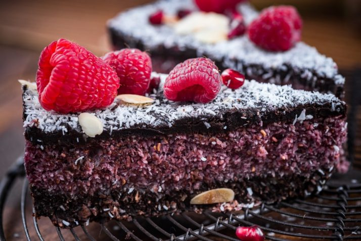 17 Delicious Raw Vegan Party Food Recipes; Raspberry and chia seed homemade cake