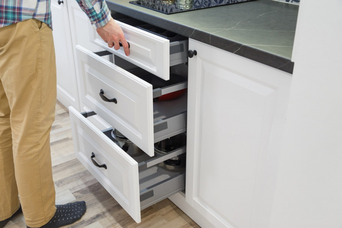 16 Best Smoothie Storage Solutions: My Smoothie Station Ideas; Men opensing white kitchen drawers