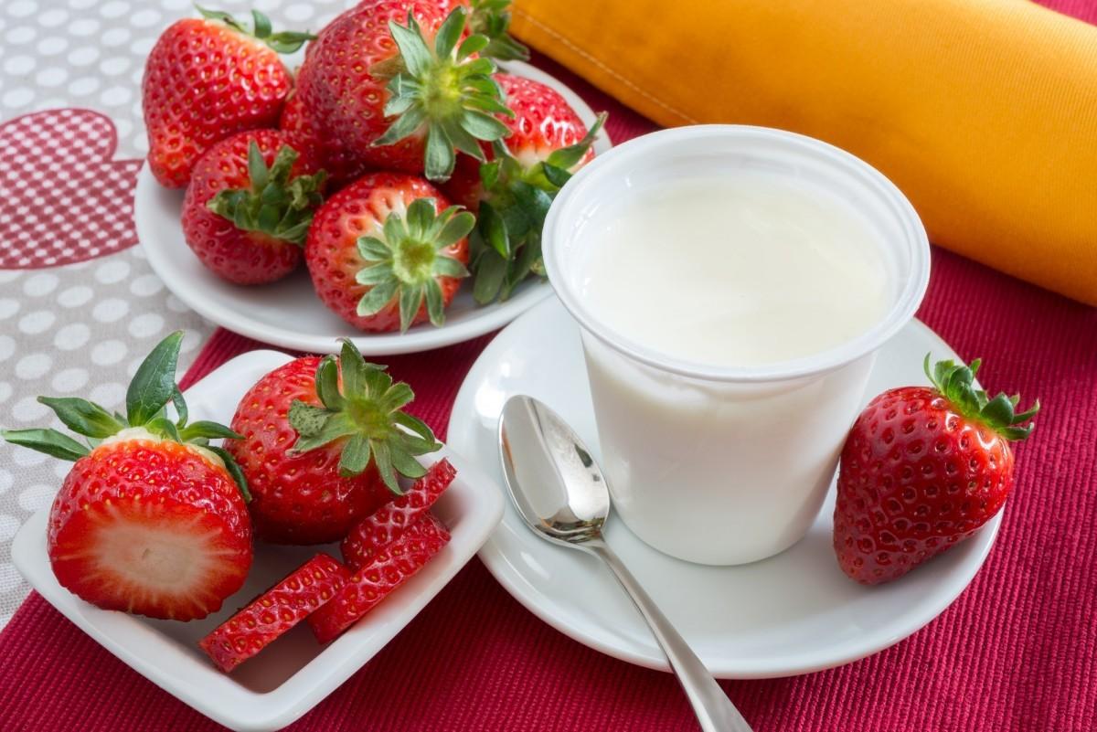 200+ Smoothie Ingredients Shopping List Printable; yogurt with strawberries