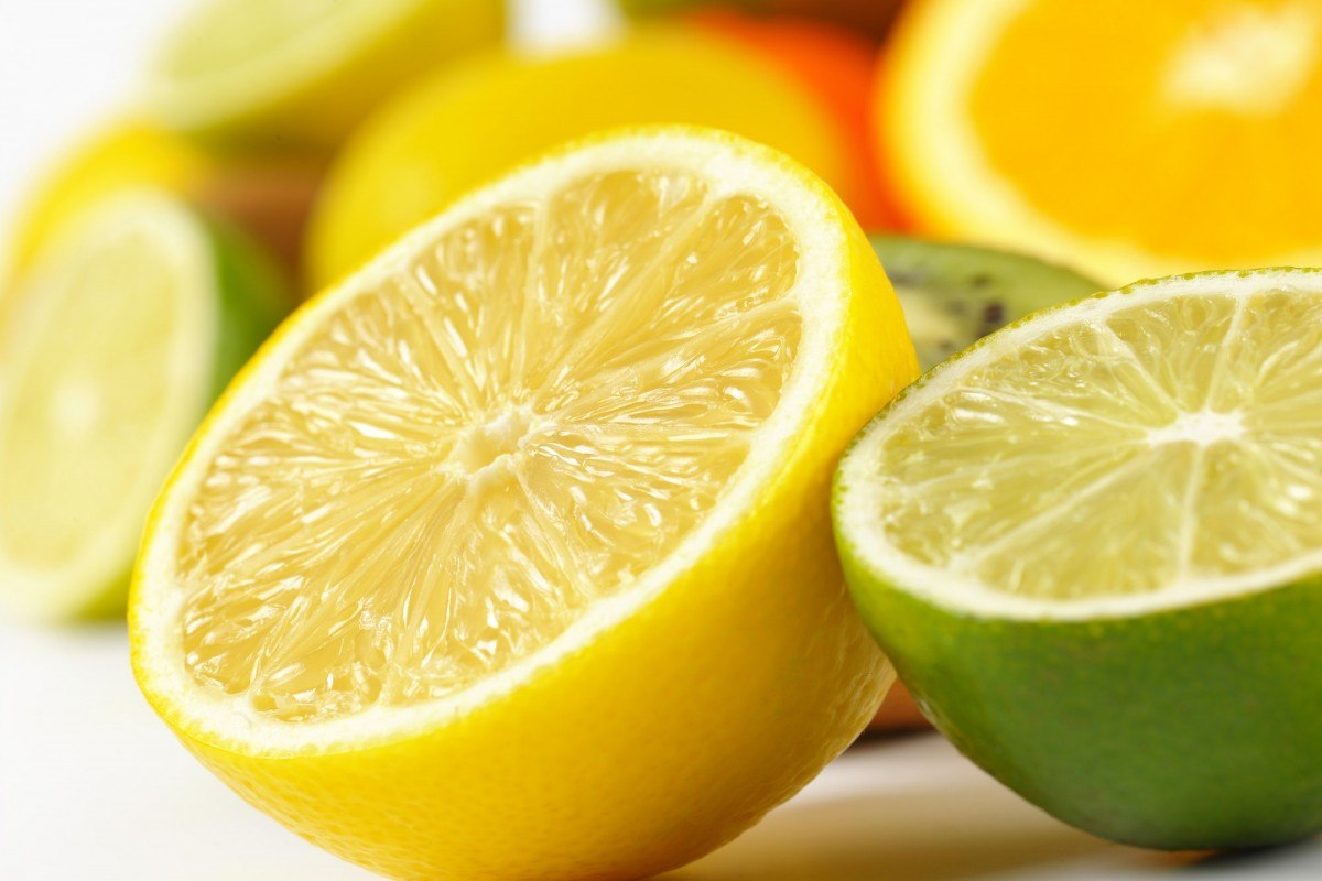 35 Best Smoothie Ingredients For Weight Loss (List & Recipes); detail of lemon and lime